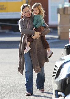 Pregnant Jennifer Garner Holding Seraphina Pictures