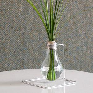Lightbulb Vase DIY