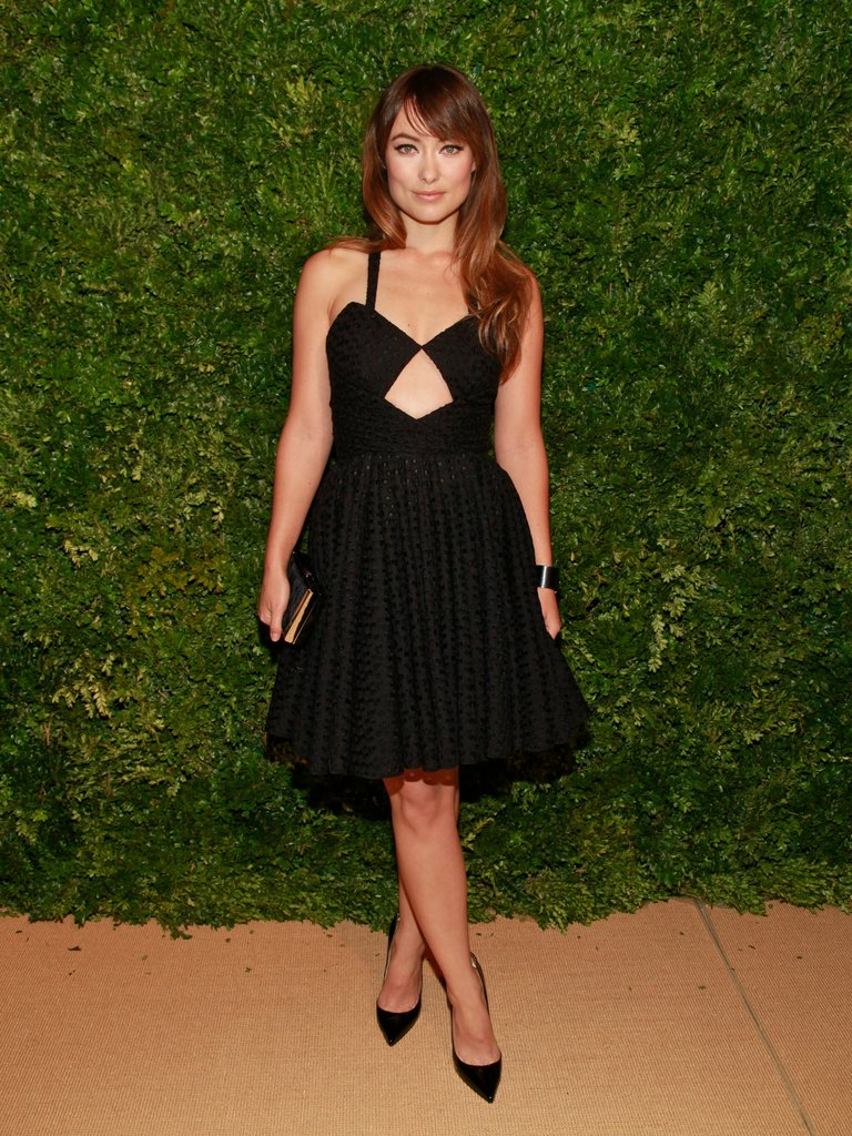 Olivia Wilde's girlie Cushnie et Ochs keyhole dress is playfully offset with a strong pair of black pointy pumps.