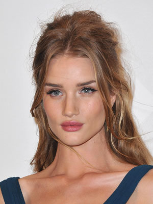 Rosie Huntington-Whiteley Uses Lucas Paw Paw Ointment For Her Perfect Pout