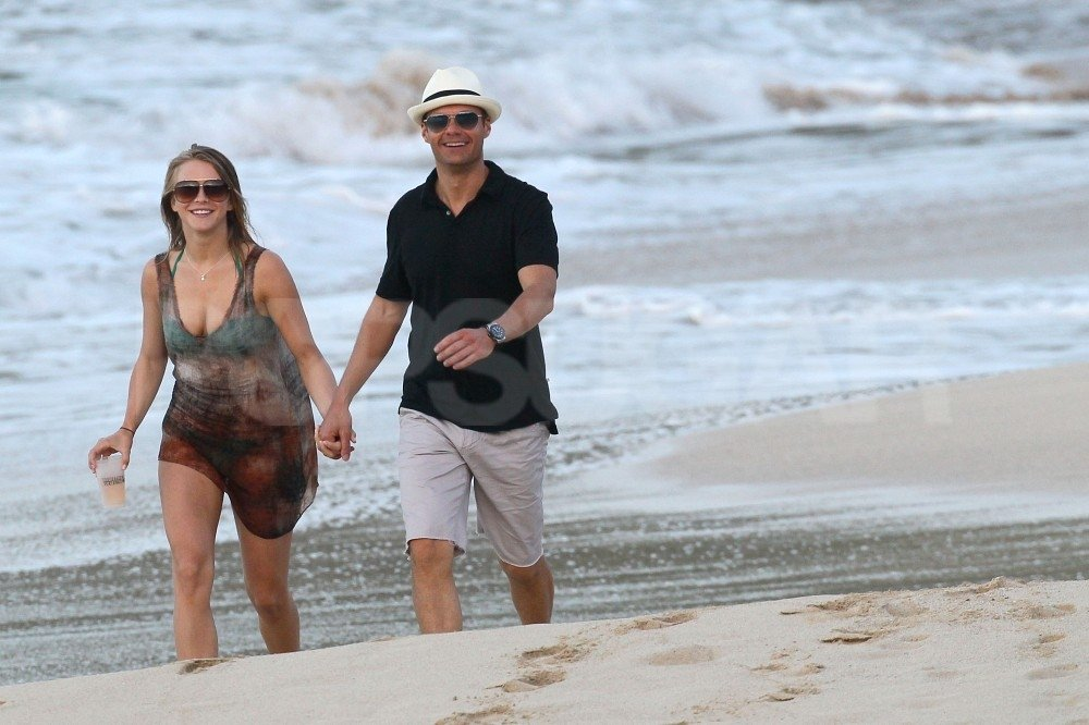 Julianne Hough and Ryan Seacrest held hands for a beach-side stroll.