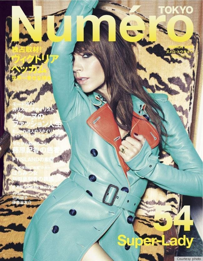 Victoria posed in a turquoise Burberry trench.