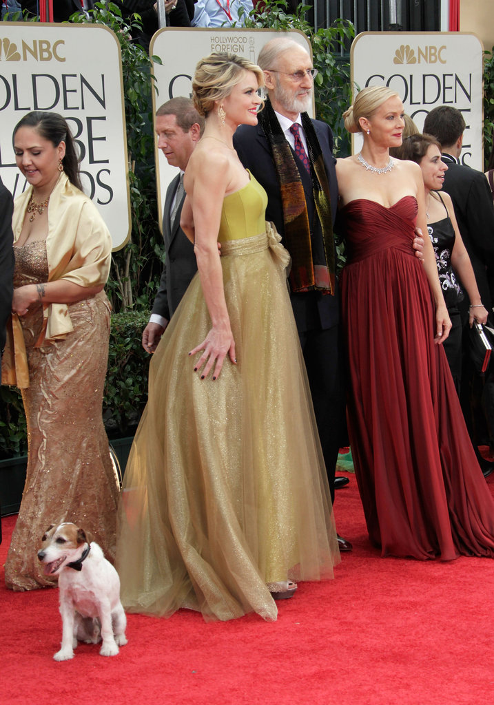 Uggie lets costars Missi Pyle, James Cromwell, and Penelope Ann Miller have their own photo op.