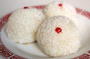 Loh Mai Chi (Coconut Balls Filled With Peanut)