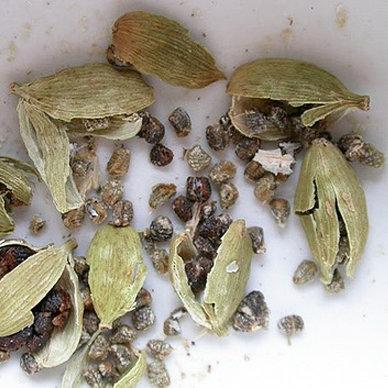 How to Make Ground Cardamom