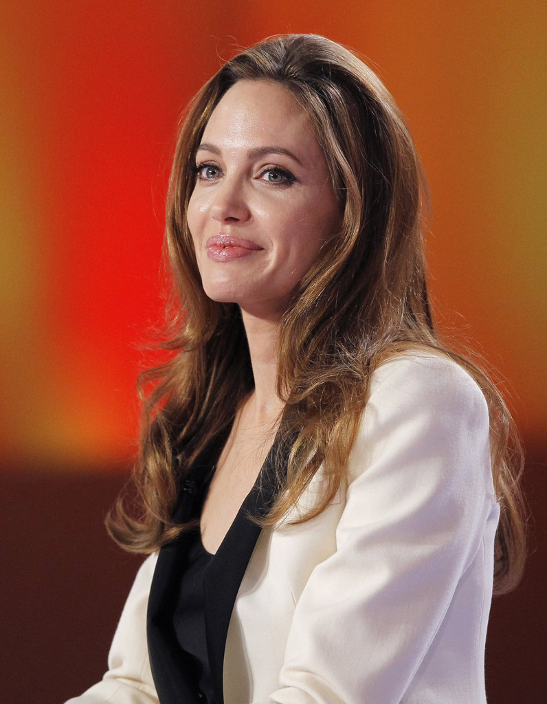 Angelina chose a black and white jacket for the interview.