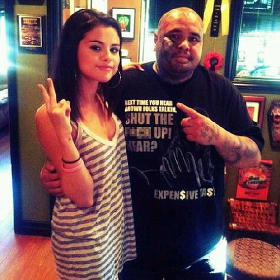 Selena Gomez Gets a Heart Tattoo
