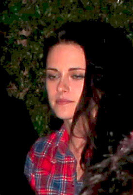 Kristen Stewart and Robert Pattinson spotted leaving a pre-oscar party in Brentwood(february 24)