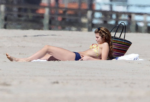 AnnaLynne McCord mixed a floral top with solid bikini bottoms on Santa Monica's white sandy beach in February 2012.