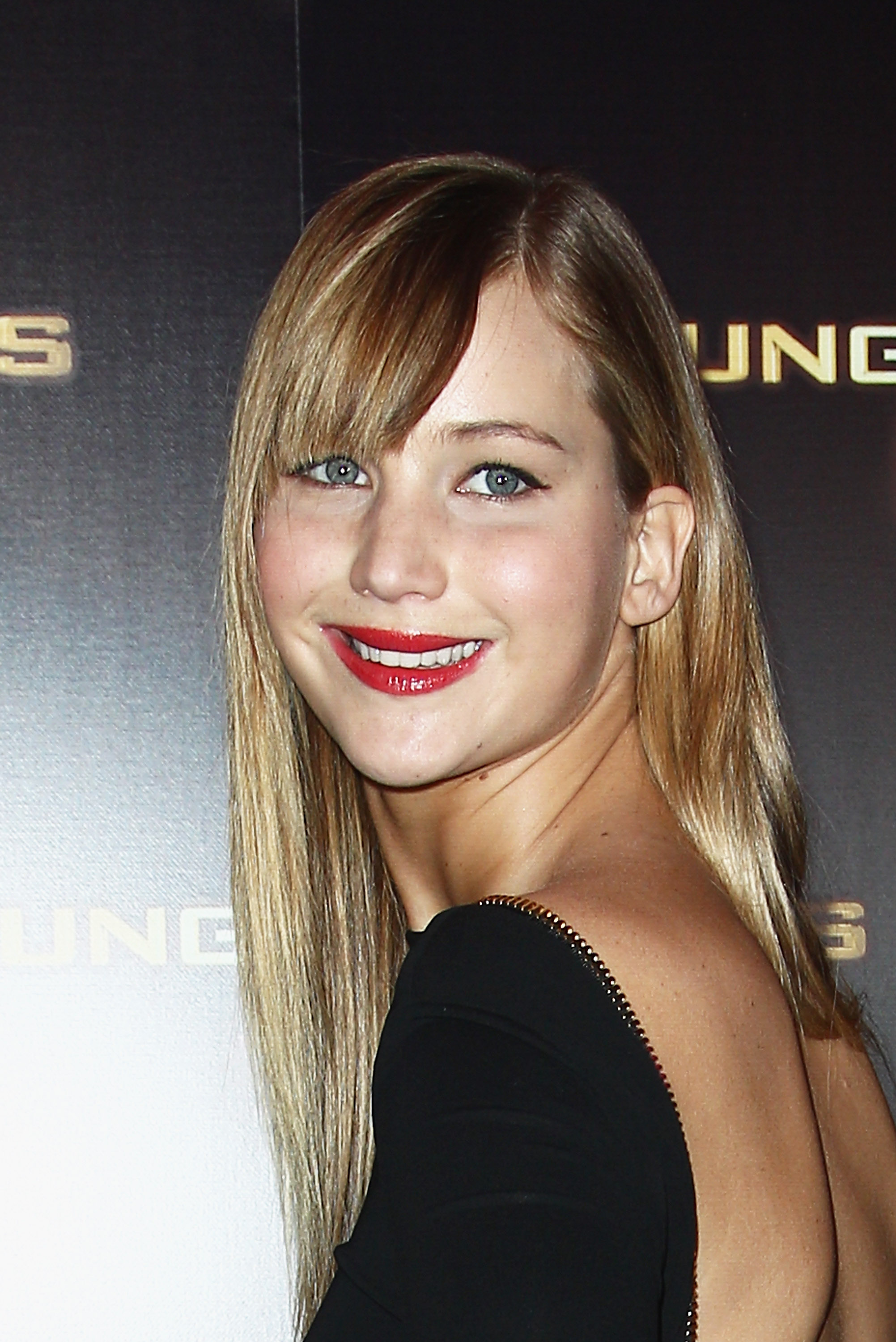 Jennifer Lawrence kept her hair down for the Paris premiere, finishing her beauty regiment with bold red lips and black eyeliner.