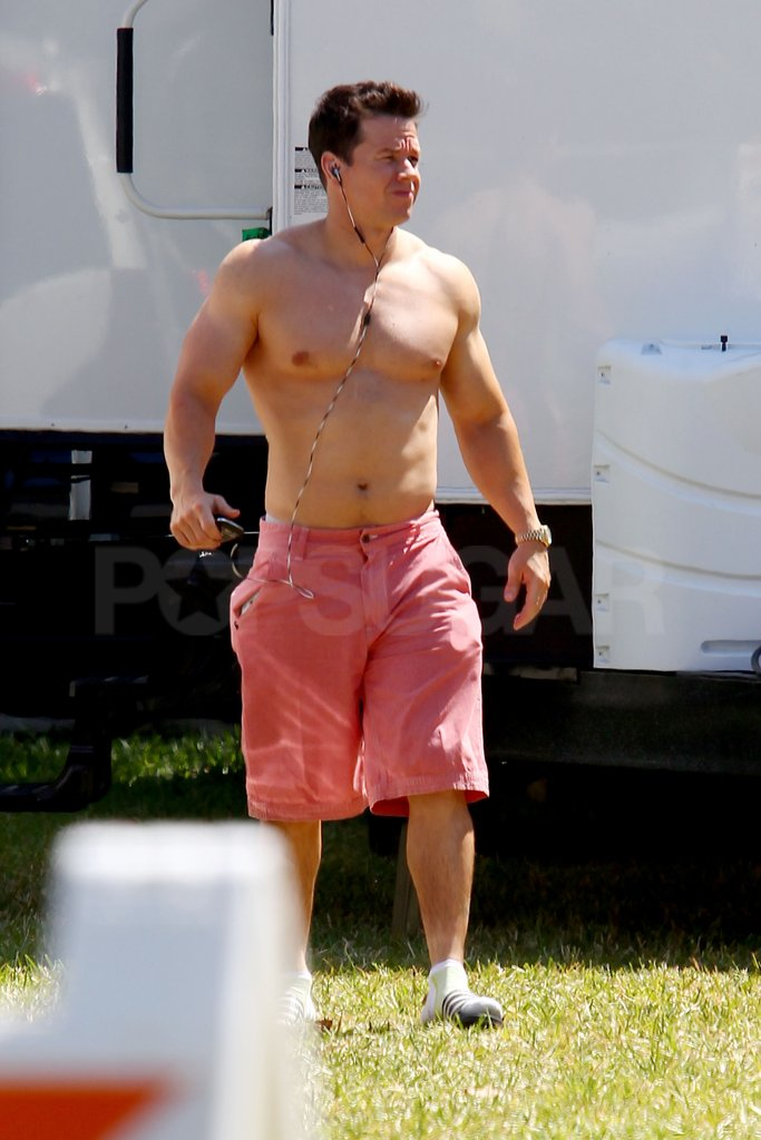 Shirtless Mark Wahlberg Shows Off His Bulging Muscles