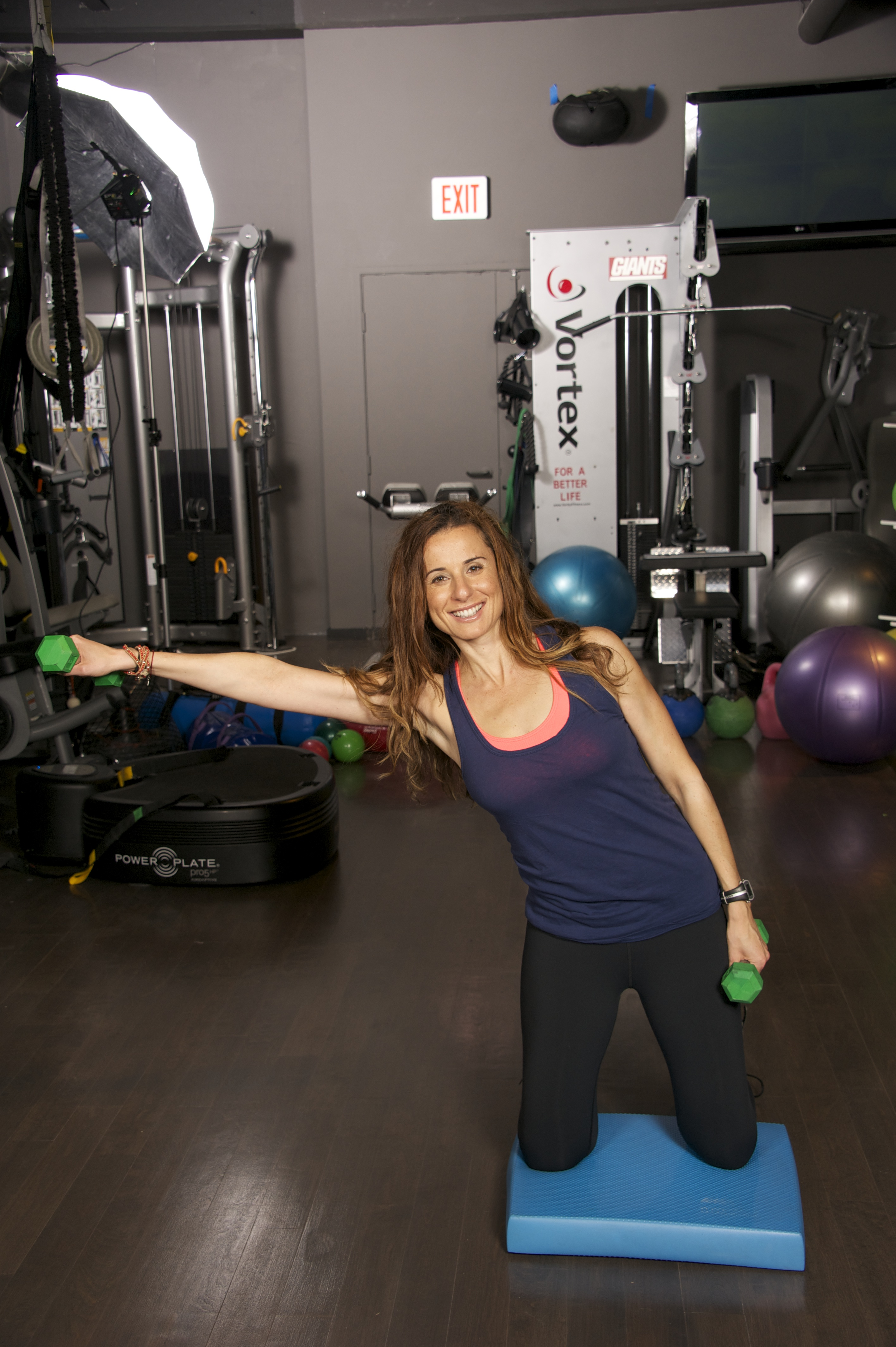 Bend your body to the right side and lift your arm in one clean motion.  The more you bend your body from your core, the more engaged your abs will be.