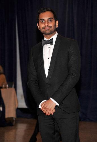 Aziz Ansari posed for a photo at the White House Correspondant's Dinner.