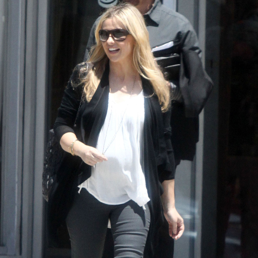 Anne Hathaway Opens Up About Her History With Rage: Sarah Michelle Gellar Pregnant Second Child Pictures