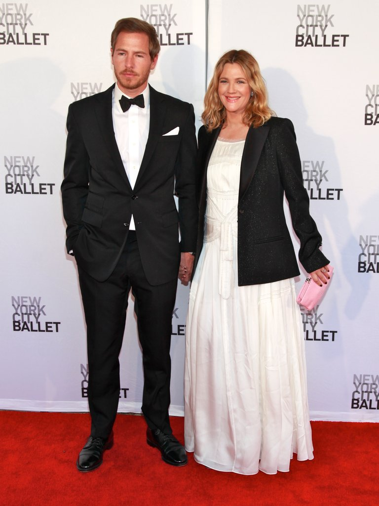 Drew Barrymore held hands with fiancé Will Kopelman at New York City Ballet's 2012 Spring Gala.