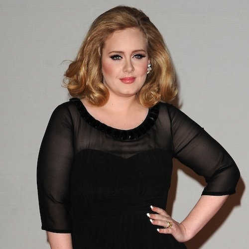 Adele Disguises Herself With Colorful Clothes in London
