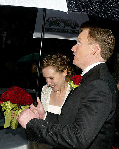 Conan O'Brien and Liza Powel Stay Dry
