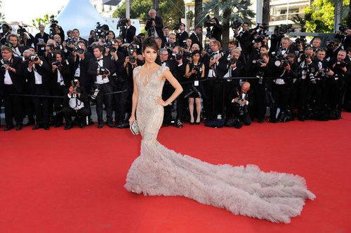 One more shot of Eva Longoria's red-carpet Marchesa moment — what a dress!