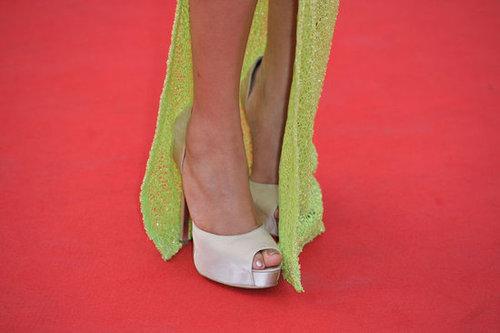 Freida's slit revealed a pair of satin peep-toe pumps in a creamy hue.