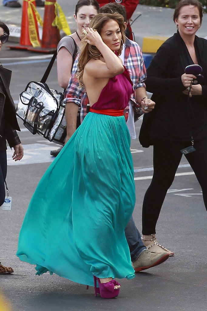 Jennifer Lopez arrived on the American Idol set in a long colorful dress.