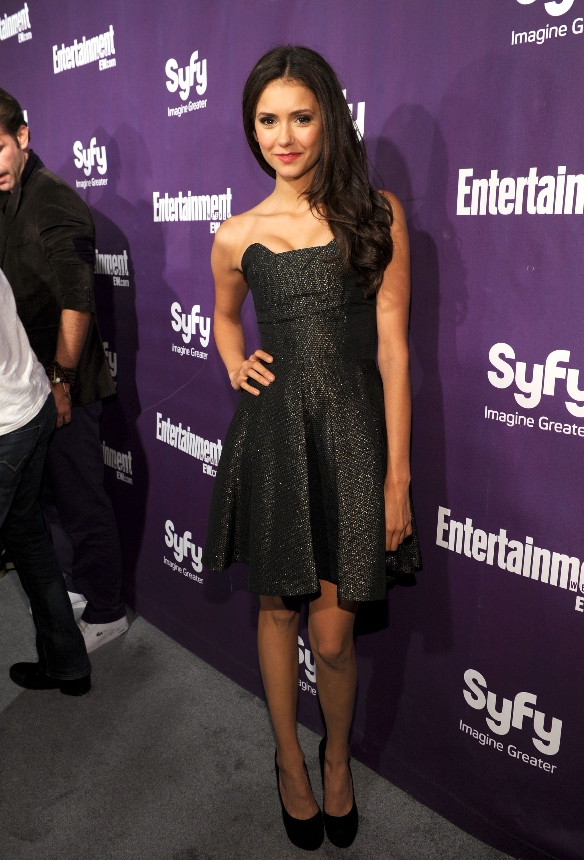 Sticking to her go-to strapless party frock MO, Nina stunned in a monochromatic palette at a 2010 Comic-Con party.