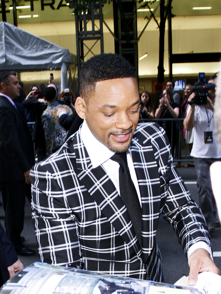 Will Smith signed autographs before the Men in Black III premiere in NYC.