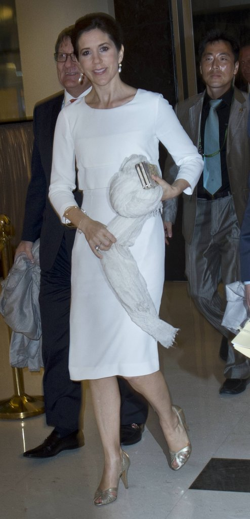 Alright in all-white! A bracelet-length sleeved white dress was Princess-perfect worn with a pale gold accessories for a night-time event in South Korea.