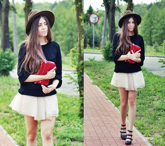 A knit feels instantly summery, topped with a fedora and finished with strappy heels.  Photo courtesy of Lookbook.nu