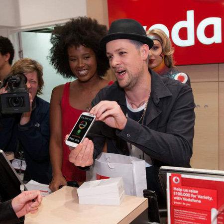 Joel Madden Launchs Samsung Galaxy S III at Vodafone Pitt St Store in Sydney