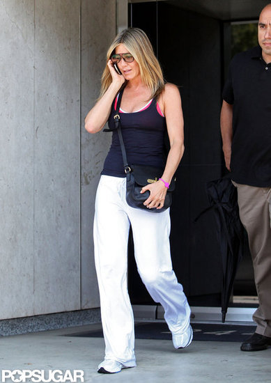 Jennifer Aniston chatted on the phone.
