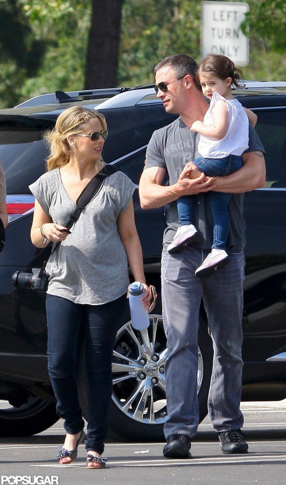 In May 2012, Freddie Prinze Jr. joined his wife, Sarah Michelle Gellar, and daughter, Charlotte, on a family trip to the LA Zoo.