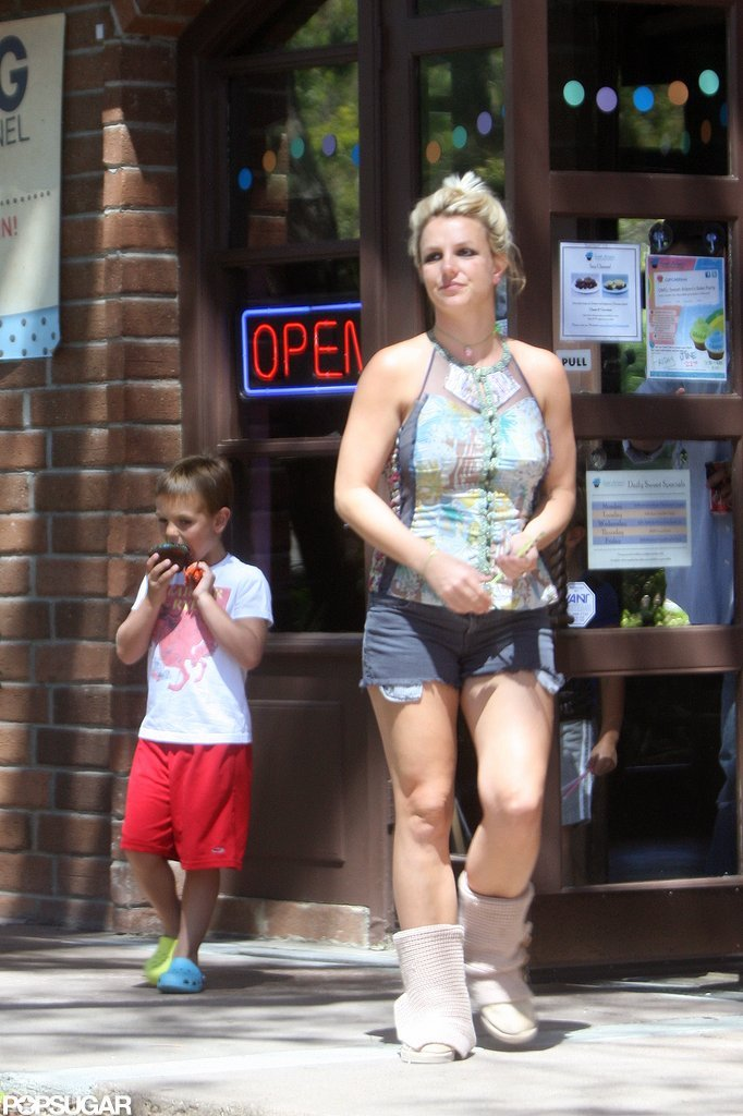 Britney Spears took her sons to get cupcakes.