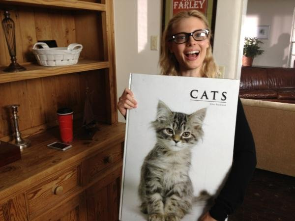 Gillian Jacobs was gifted with a giant cat book. Source: Twitter user dannypudi