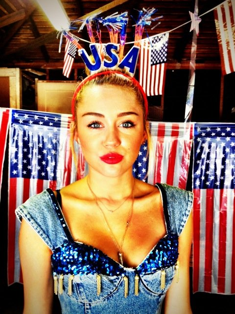 Miley Cyrus tweeted her festive Fourth of July look. Source: Twitter user MileyCyrus