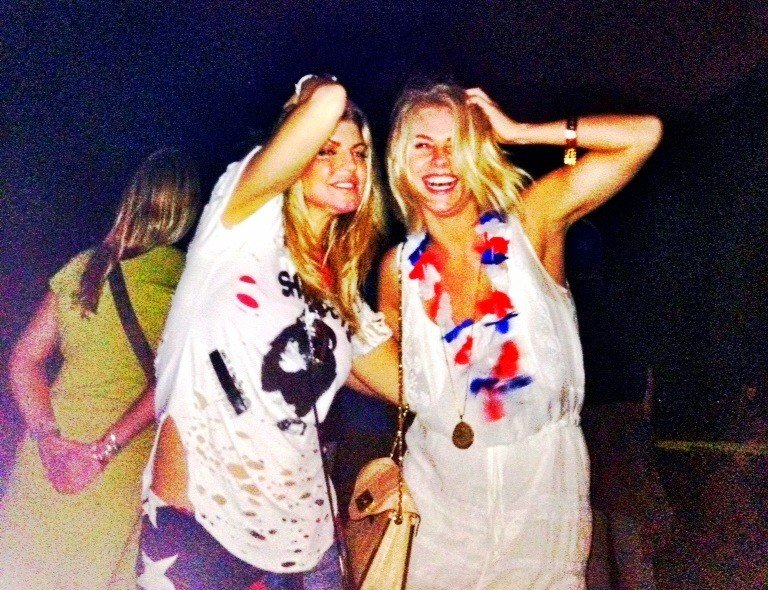 Julianne Hough tweeted this photo while hanging out with Fergie. Source: Twitter User juliannehough