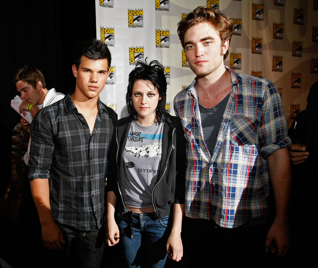 Kristen Stewart posed with Robert Pattinson and Taylor Lautner in 2009.