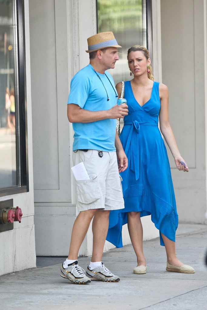 Blake Lively paused for a conversation on the set of Gossip Girl.