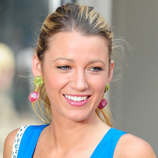 Blake Lively on Gossip Girl Set in NYC (Video)