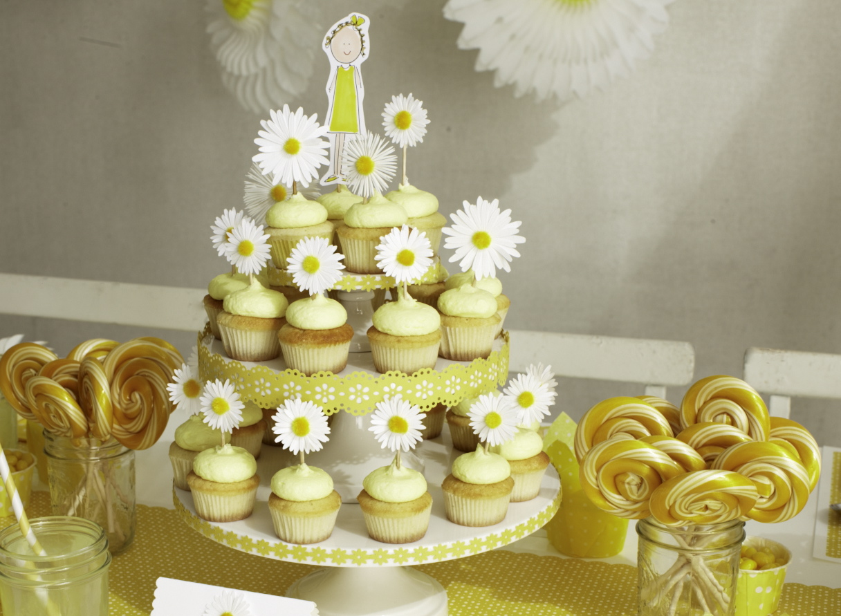 The Entire Party Had A Daisy yellow Theme From Daisy