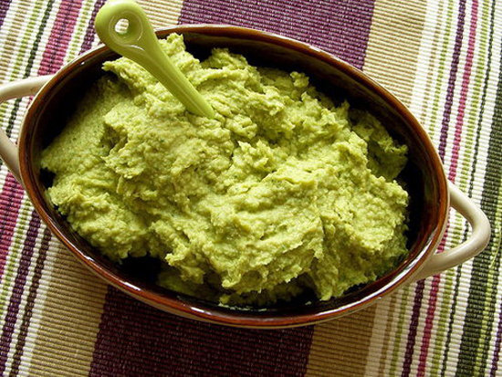 "Vegan Broccoli ""Cheeze"" Hummus"