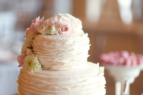 Decorate Your Cake With Real Flowers