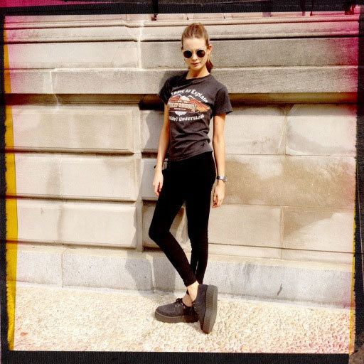 Jeeper, creepers! Where'd you get them peepers creepers, Behati Prinsloo?