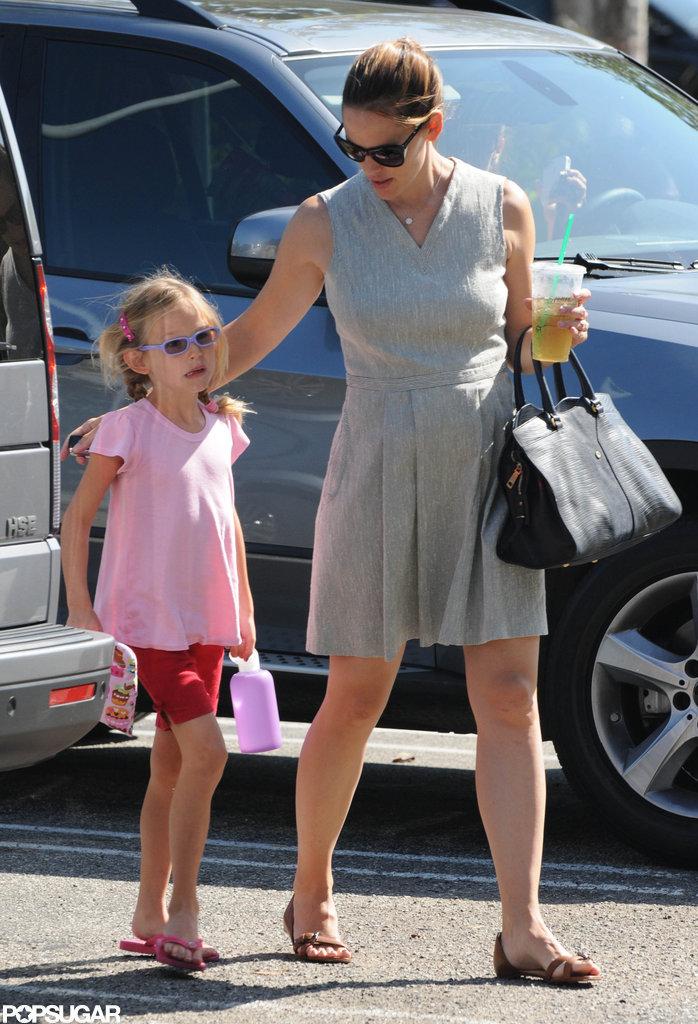 Jennifer Garner Gets Smiley With Violet at Gymnastics