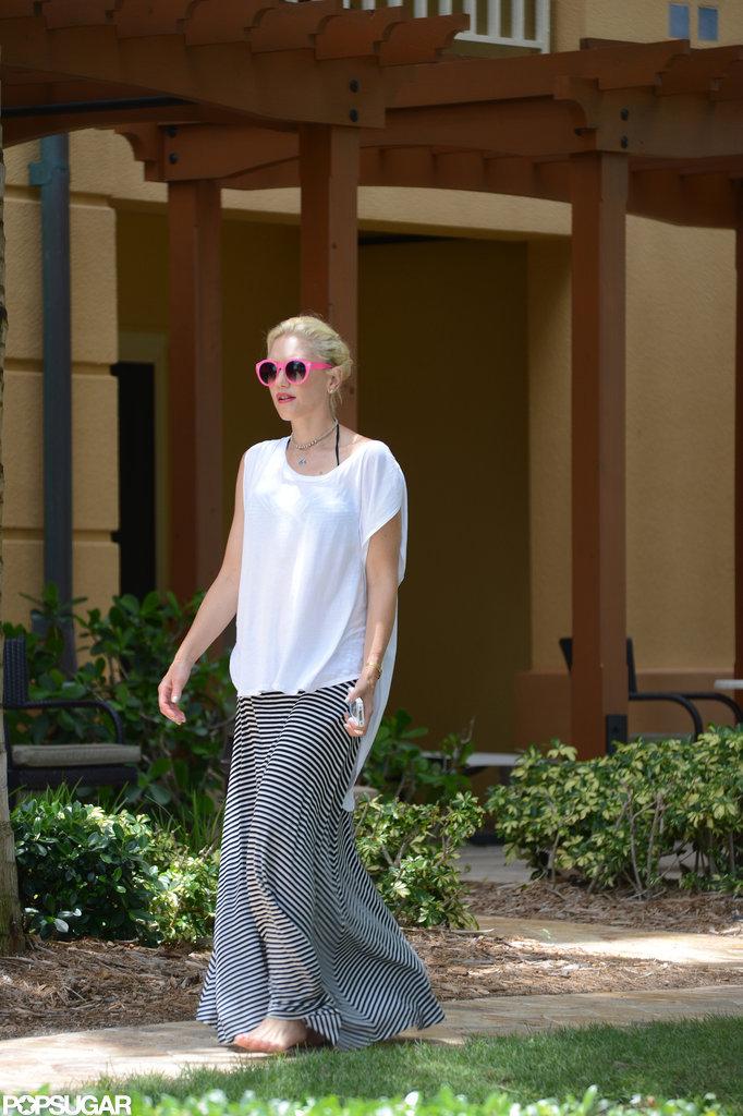 Gwen Stefani covered up her bikini with a maxi skirt.