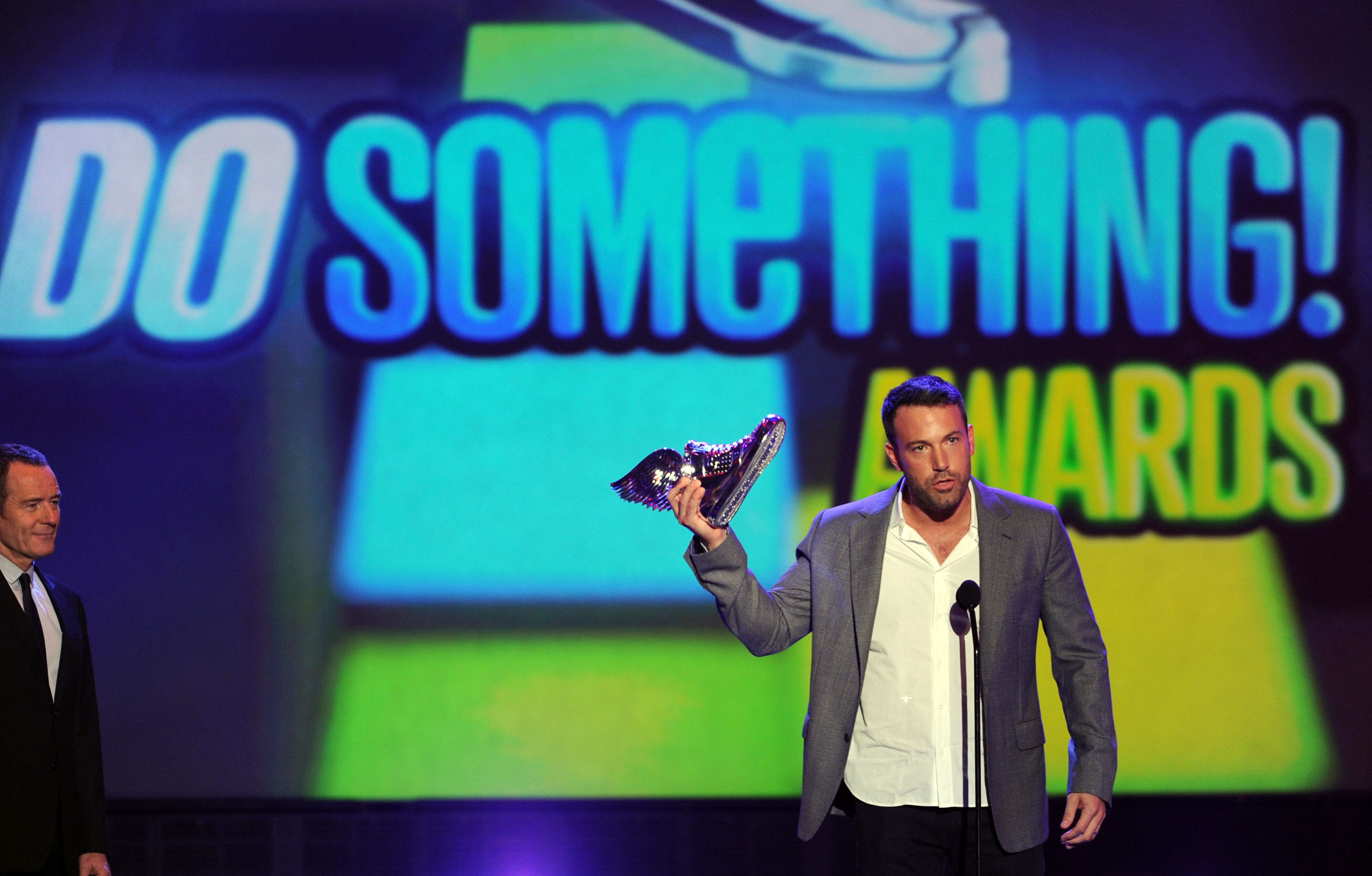 Ben Affleck Brings His Handsome Face to the Do Something Awards