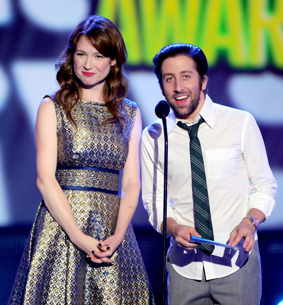 Ellie Kemper and Simon Helberg presented an award together on stage.