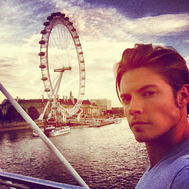 Dallas star Josh Henderson took a scenic self-portrait. Source: Instagram user joshhendu