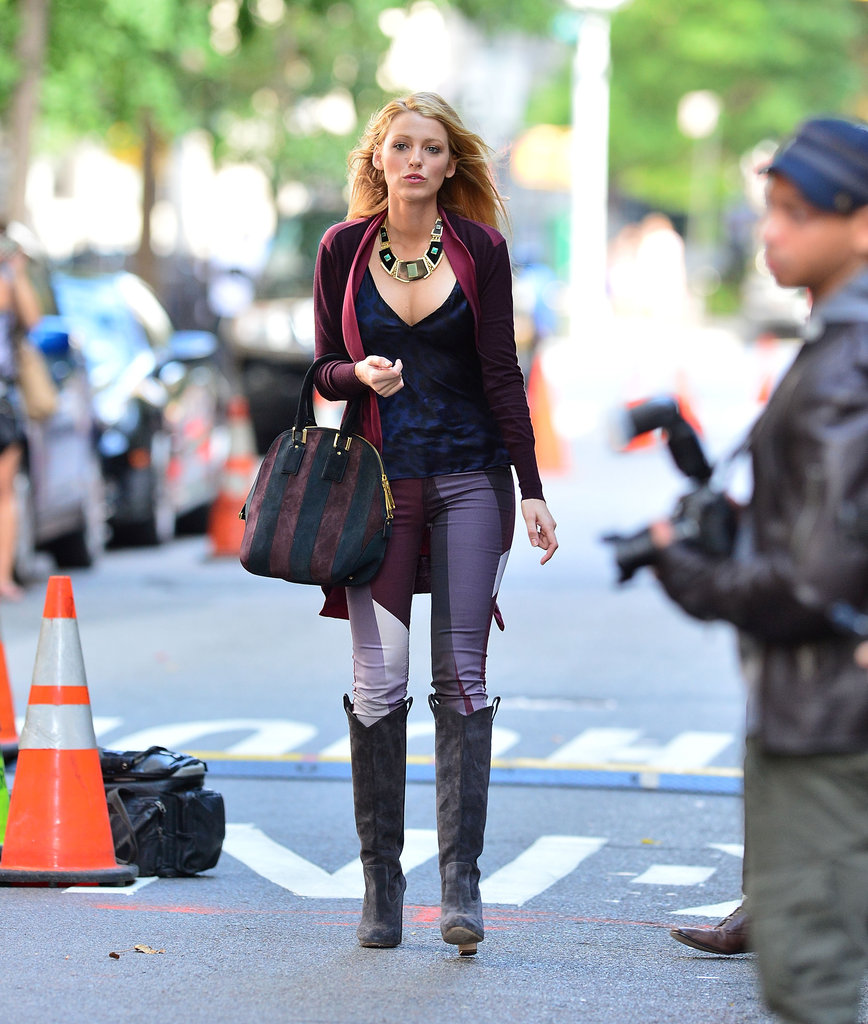 This could possibly be the perfect combination of Fall hues and layers. Blake Lively, as Serena van der Woodsen, gives us a handful of reasons to look forward to cooler temps — just look to her striped Burberry bag, geometric-print Rag & Bone pants, and gray Rupert Sanderson boots for the proof.