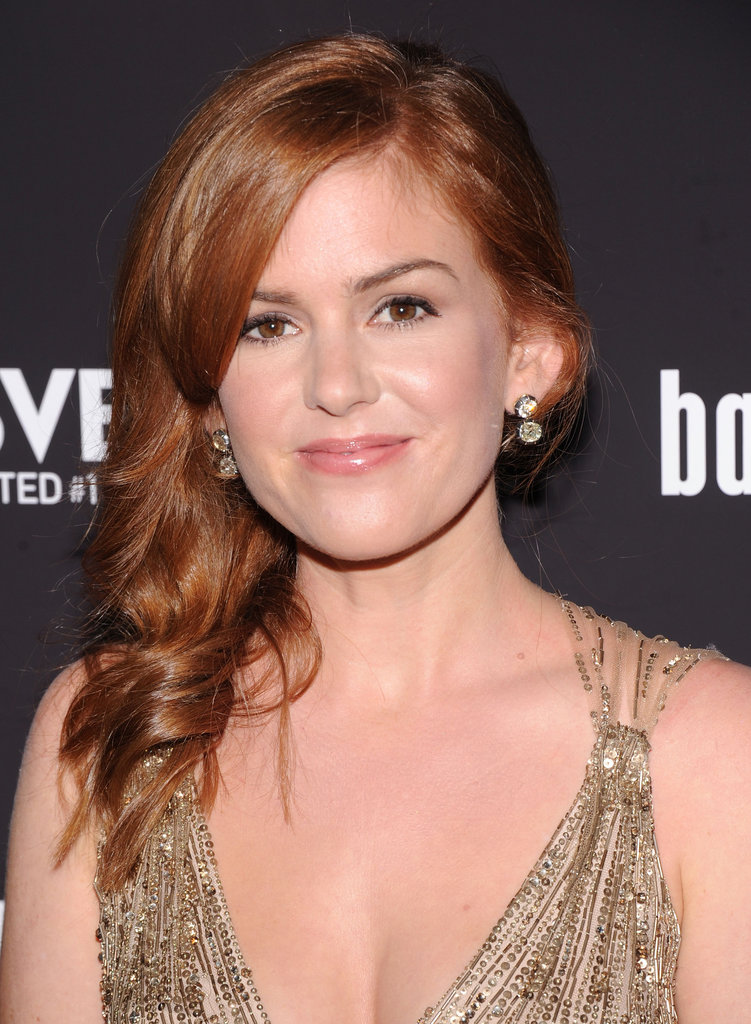 Isla Fisher had her red hair pulled to the side.