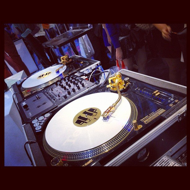 The dazzling turntables at the H&M FNO party.